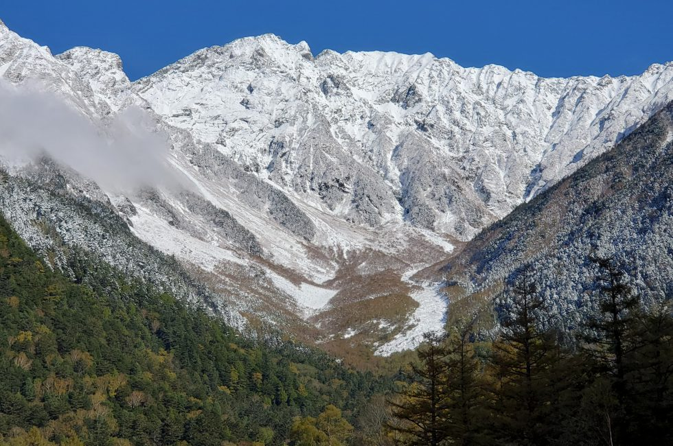 五千尺ホテル上高地から見る初冠雪した穂高連峰